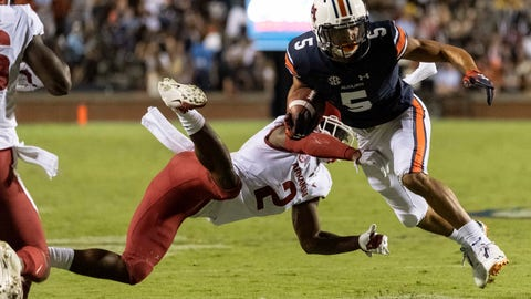 <p>               Auburn wide receiver Anthony Schwartz (5) runs a sweep in the red zone as Arkansas defensive back Kamren Curl (2) hits him during the first half of an NCAA college football game, Saturday, Sept. 22, 2018, in Auburn, Ala. (AP Photo/Vasha Hunt)0             </p>