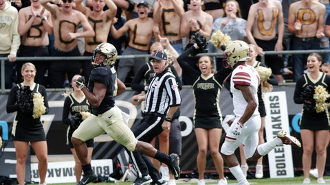<p>               Purdue wide receiver Rondale Moore (4) runs in for a touchdown in front of Boston College defensive back Hamp Cheevers (4) during the first half of an NCAA college football game in West Lafayette, Ind., Saturday, Sept. 22, 2018. (AP Photo/Michael Conroy)             </p>