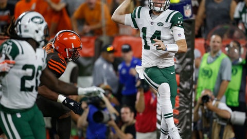 <p>               New York Jets quarterback Sam Darnold, right, throws a pass against the Cleveland Browns during the first half of an NFL football game Thursday, Sept. 20, 2018, in Cleveland. (AP Photo/Ron Schwane)             </p>