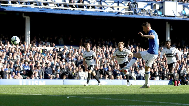 Sigurdsson's double helps Everton beat Fulham 3-0 in EPL