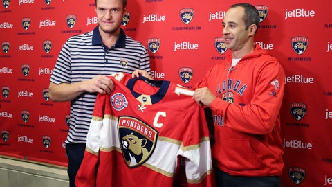<p>               Florida Panthers NHL hockey players Aleksander Barkov, left, of Finland, and Derek MacKenzie pose after a practice session in Sunrise, Fla., Monday, Sept. 17, 2018. Barkov is the new captain of the Florida Panthers. Barkov is taking over for forward MacKenzie, who held the role for the last two seasons. (Emily Michot/Miami Herald via AP)             </p>
