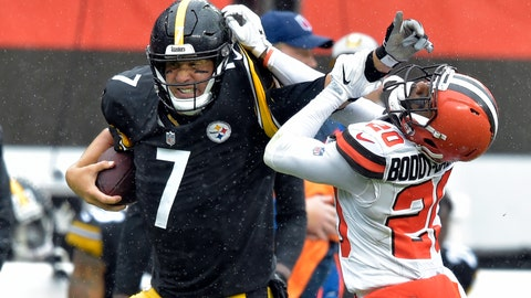 <p>               Pittsburgh Steelers quarterback Ben Roethlisberger (7) runs for a first down under pressure from Cleveland Browns cornerback Briean Boddy-Calhoun (20) during the first half of an NFL football game, Sunday, Sept. 9, 2018, in Cleveland. (AP Photo/David Richard)             </p>