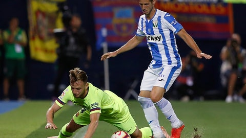 <p>               FC Barcelona's Ivan Rakitic, left, duels for the ball against Leganes' Alexander Szymanowski during the Spanish La Liga soccer match between Leganes and FC Barcelona at the Butarque stadium in Leganes, Spain, Wednesday, Sept. 26, 2018. (AP Photo/Manu Fernandez)             </p>