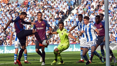 <p>               FC Barcelona's Luis Suarez, left, kicks the ball to score next to Real Sociedad's goalkeeper Geronimo Rulli, center, during a Spanish La Liga soccer match between Real Sociedad and FC Barcelona at Anoeta stadium, in San Sebastian, northern Spain, Saturday, Sept. 15, 2018. (AP Photo/Jose Ignacio Unanue)             </p>
