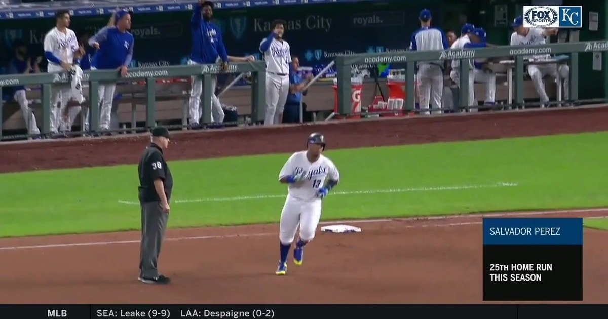 WATCH: Salvy and Boni hit back-to-back home runs
