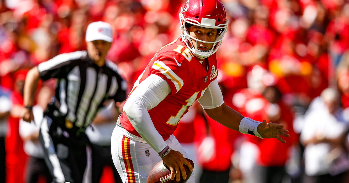5dbf376b1 Patrick Mahomes throws incredible TD pass after video game-like escape