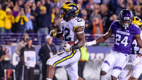 EVANSTON, IL - SEPTEMBER 29: Michigan Wolverines running back Karan Higdon (22) runs for a touchdown in the 4th quarter during a college football game between the Michigan Wolverines and the Northwestern Wildcats on September 29, 2018, at Ryan Field in Evanston, IL. Michigan won 20-17. (Photo by Daniel Bartel/Icon Sportswire via Getty Images)