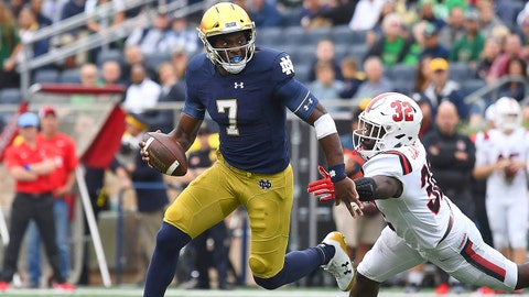 SOUTH BEND, IN - SEPTEMBER 08: Notre Dame Fighting Irish quarterback Brandon Wimbush (7) battles with Ball State Cardinals linebacker Jeremiah Jackson (32) in game action during the college football between the Notre Dame Fighting Irish and the Ball State Cardinals on September 8, 2018, at Notre Dame Stadium in South Bend, Indiana. (Photo by Robin Alam/Icon Sportswire via Getty Images)