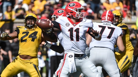 COLUMBIA, MO - SEPTEMBER 22: Quarterback Jake Fromm #11 of the Georgia Bulldogs passes against the Missouri Tigers in the first quarter at Memorial Stadium on September 22, 2018 in Columbia, Missouri. (Photo by Ed Zurga/Getty Images)