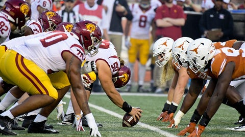 Sep 15, 2018; Austin, TX, USA; Southern California Trojans at the line against the Texas Longhorns during the first half at Darrell K Royal-Texas Memorial Stadium. Mandatory Credit: Kirby Lee-USA TODAY Sports