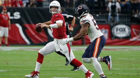 <p>               Arizona Cardinals quarterback Josh Rosen, left, looks to throw the ball as he is pressured by Chicago Bears linebacker Khalil Mack, right, during the second half of an NFL football game, Sunday, Sept. 23, 2018, in Glendale, Ariz. (AP Photo/Rick Scuteri)             </p>