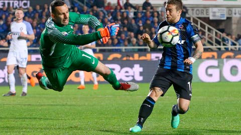 "<p>               FILE - In this Saturday, April 14, 2018 filer, Atalanta's Alejandro Dario Gomez, right, watches Inter goalkeeper Samir Handanovic punch the ball away during a Serie A soccer match between Atalanta and Inter Milan in Bergamo, Italy. Led by a dedication to deceased Fiorentina defender Davide Astori, Serie A players are rebelling over the introduction of standardized armbands for captains. The Italian league announced on Tuesday, Sept. 4, 2018 that if captains don't wear the standardized armbands, plain white strips with blue borders featuring the words, ""capitano,"" and the Serie A logo, they will start receiving fines. Roma captain Daniele De Rossi and Atalanta captain Alejandro ""Papu"" Gomez have also been defying the rules by wearing personalized armbands. (Paolo Magni/ANSA via AP, File )             </p>"