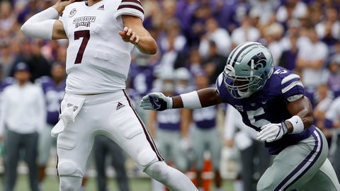 <p>               Mississippi State quarterback Nick Fitzgerald (7) passes under pressure from Kansas State linebacker Da'Quan Patton (5) during the first half of an NCAA college football game Saturday, Sept. 8, 2018, in Manhattan, Kan. (AP Photo/Charlie Riedel)             </p>