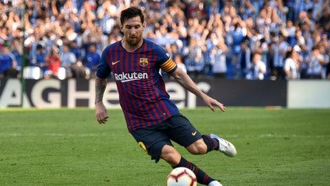 <p>               FC Barcelona's Lionel Messi controls the ball during the Spanish La Liga soccer match between Real Sociedad and FC Barcelona at the Anoeta stadium, in San Sebastian, northern Spain, Saturday, Sept. 15, 2018. (AP Photo/Jose Ignacio Unanue)             </p>