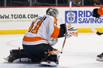 Flyers top Islanders behind Stolarz's 31 saves