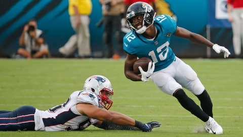 <p>               Jacksonville Jaguars wide receiver Dede Westbrook (12) runs for a touchdown past New England Patriots linebacker Kyle Van Noy, left, on a 61-yard pass play against the New England Patriots during the second half of an NFL football game, Sunday, Sept. 16, 2018, in Jacksonville, Fla. (AP Photo/Stephen B. Morton)             </p>