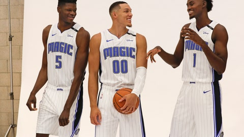 <p>               Orlando Magic's Mohamed Bamba (5), Aaron Gordon (00) and Jonathan Isaac (1) joke around before posing for a photo at the team practice facility for the NBA basketball team media day, Monday, Sept. 24, 2018, in Orlando, Fla. (AP Photo/John Raoux)             </p>