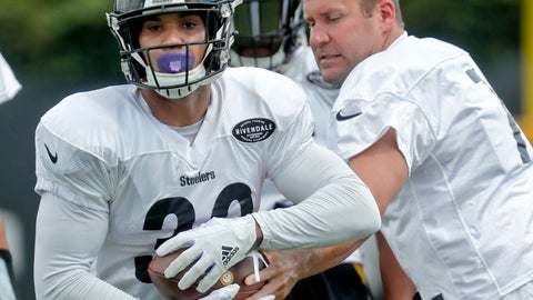 <p>               Pittsburgh Steelers running back James Conner, left, takes a handoff from quarterback Ben Roethlisberger during an NFL football practice, Wednesday, Sept. 5, 2018, in Pittsburgh. The Steelers franchise tagged star running back Le'Veon Bell still hasn't shown up for any practices, so it looks like Roethilsberger will continue to be handing off to Conner when the Steelers start the regular season against the Cleveland Browns on Sunday. (AP Photo/Keith Srakocic)             </p>