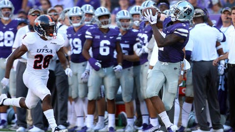 Sep 15, 2018; Manhattan, KS, USA; Kansas State Wildcats wide receiver Isaiah Zuber (7) makes a catch against UTSA Roadrunners cornerback Cassius Grady (28) during the third quarter at Bill Snyder Family Stadium. The Wildcats won the game 41-17. Mandatory Credit: Scott Sewell-USA TODAY Sports