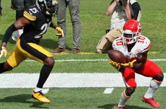 Chiefs' overloaded offense is getting everyone involved