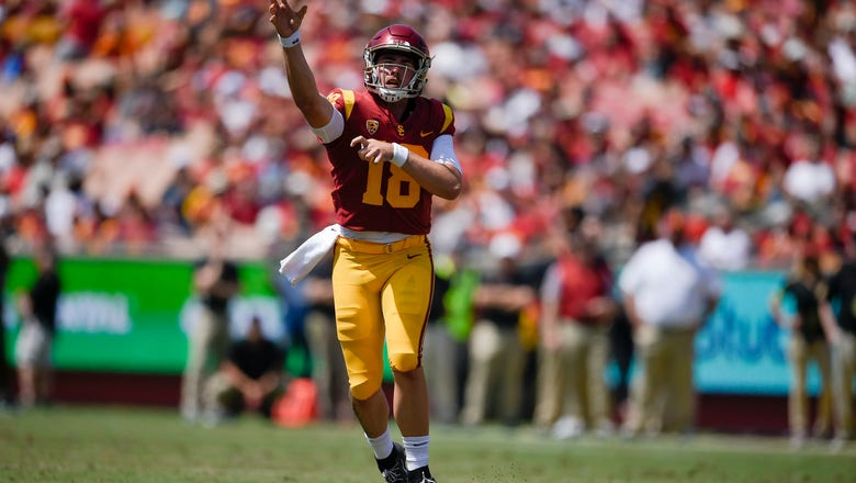 JT Daniels throws touchdown, leads No. 15 USC to win over UNLV