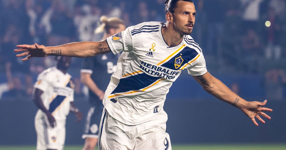 18534891f Zlatan Ibrahimovic s two goals keep LA Galaxy in the playoff hunt ...