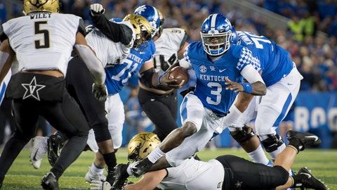 <p>               Kentucky quarterback Terry Wilson (3) scrambles with the ball during the first half of an NCAA college football game against Vanderbilt in Lexington, Ky., Saturday, Oct. 20, 2018. (AP Photo/Bryan Woolston)             </p>