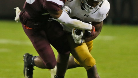 <p>               Notre Dame running back Dexter Williams, right, tries to turn the corner as Virginia Tech's Kahlil Ladler, left, makes the stop during the second half of an NCAA college football game in Blacksburg, Va., Saturday, Oct. 6, 2018. Notre Dame won 45-23. (AP Photo/Steve Helber)             </p>