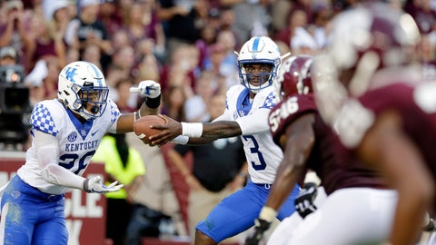 <p>               Kentucky running back Benny Snell Jr. (26) takes a hand off from quarterback Terry Wilson (3) during the first half of an NCAA college football game against the Texas A&M, Saturday, Oct. 6, 2018, in College Station, Texas. (AP Photo/Michael Wyke)             </p>
