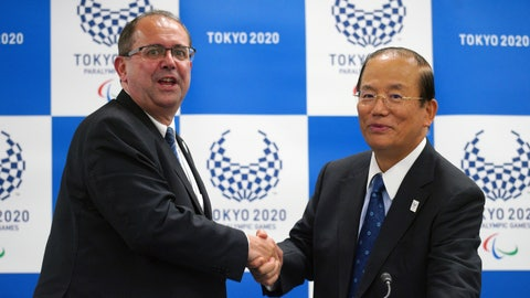 <p>               Xavier Gonzalez, left, CEO of the International Paralympic Committee (IPC), and Toshiro Muto, right, CEO of the Tokyo Organizing Committee of the Olympic and Paralympic Games (Tokyo 2020) shake hands after their IPC and Tokyo 2020 joint press conference in Tokyo, Friday, Oct. 19, 2018. (AP Photo/Eugene Hoshiko)             </p>