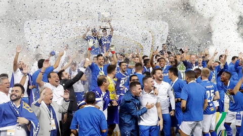 <p>               Cruzeiro players lift the Brazil Cup as they celebrate their victory and crowning themselves champions after defeating Corinthians in the final soccer match, in Sao Paulo, Brazil, Wednesday, Oct. 17, 2018. (AP Photo/Andre Penner)             </p>