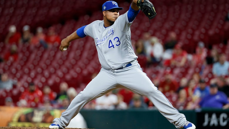 Peralta, Royals agree to $3.25M deal