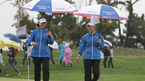 <p>               So Yeon Ryu of South Korea, right, talks with In Gee Chun of South Korea, left, on the second hole during the third round of the UL International Crown golf tournament at the Jack Nicklaus Golf Club Korea, in Incheon, South Korea, Friday, Oct. 5, 2018. (AP Photo/Lee Jin-man)             </p>