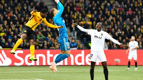 <p>               YB's Roger Assale, left, fights for the ball with Valencia's goalkeeper Norberto Murara Neto, center, as Mouctar Dikahaby, looks on during the Champions League group stage group H soccer match between Switzerland's BSC Young Boys Bern and Spain's Valencia CF, at the Stade de Suisse Stadium in Bern, Switzerland, Tuesday, Oct. 23, 2018. (Peter Schneider/Keystone via AP)             </p>