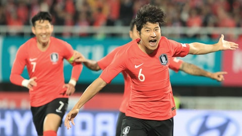 <p>               South Korea's Hwang Hee-chan, right, celebrates after scoring the first goal against Panama during a friendly soccer match in Cheonan, South Korea, Tuesday, Oct. 16, 2018. (Han Jong-chan/Yonhap via AP)             </p>