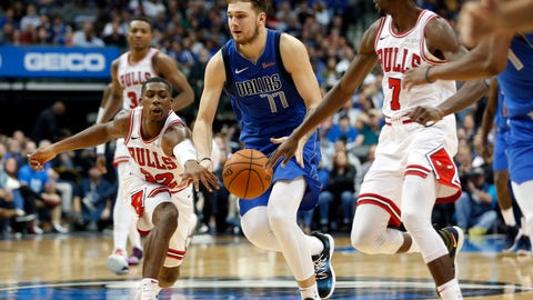 <p>               Chicago Bulls guard Kris Dunn (32) and guard Justin Holiday (7) try to get the ball from Dallas Mavericks guard Luka Doncic (77) during the second half of an NBA basketball game in Dallas, Monday, Oct. 22, 2018. (AP Photo/Michael Ainsworth)             </p>