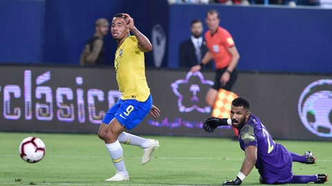<p>               Brazil's Gabriel Jesus, left, scores his side's opening goal against Saudi Arabia goalkeeper Mohammed Alowais during a friendly soccer match between Brazil and Saudi Arabia at King Saud university stadium in Riyadh, Saudi Arabia, Thursday, Oct. 11, 2018. (AP Photo)             </p>