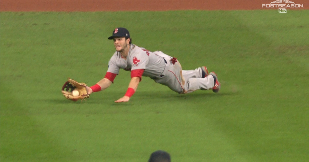 Andrew Benintendi makes amazing diving catch to secure Game 4 win for Boston