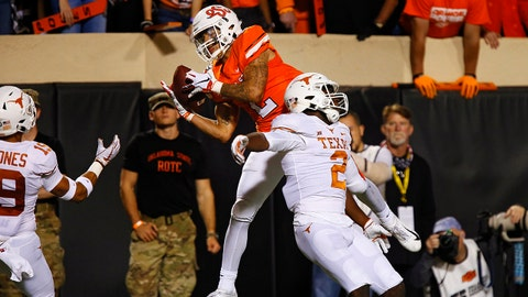 STILLWATER, OK - OCTOBER 27:  Wide receiver Tylan Wallace #2 of the Oklahoma State Cowboys pulls down a 36-yard catch to slip in for a touchdown against defensive back Kris Boyd #2 of the Texas Longhorns in the second quarter on October 27, 2018 at Boone Pickens Stadium in Stillwater, Oklahoma.  Oklahoma State leads 31-14 at the half. (Photo by Brian Bahr/Getty Images)