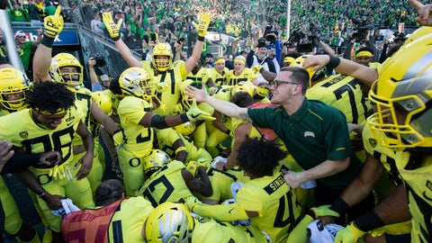 <p>               Oregon running back CJ Verdell (34), reaches out to an unidentified fan after scoring the winning touchdown in overtime to beat Washington 30-27 in an NCAA college football game in Eugene, Ore., Saturday, Oct. 13, 2018. (AP Photo/Thomas Boyd)             </p>