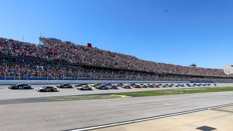 <p>               Kurt Busch (41) leads the pack to the start/finish line for the green flag in the 1000Bulbs.com 500 NASCAR Cup Series auto race at Talladega Superspeedway, Sunday, Oct. 14, 2018, in Talladega, Ala. (AP Photo/Butch Dill)             </p>