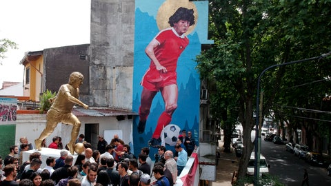 <p>               People stand beside statue of Diego Maradona soccer star during its presentation in Buenos Aires, Argentina, Wednesday, Oct. 31, 2018. The statue by artist Jorge Martinez, was presented Wednesday to honor Maradona on his 58th birthday Tuesday, next to the stadium of the Buenos Aires based club where the Argentine soccer great began his career. (AP Photo/Natacha Pisarenko)             </p>