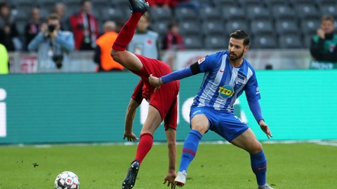 <p>               Hertha's Marvin Plattenhardt, right, and Freiburg's Janik Haberer  challenge for the ball during a German Bundesliga soccer match between Herthas BSC Berlin and SC Freiburg in Berlin, eastern Germany, Sunday, Oct.21, 2018.  (Jens Buettner/dpa via AP)             </p>