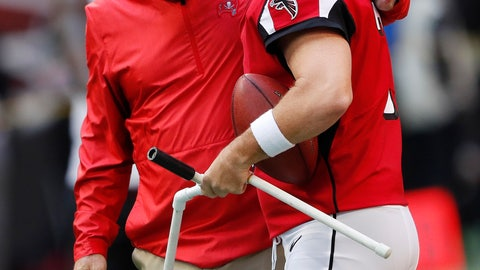 <p>               Tampa Bay Buccaneers defensive coordinator Mike Smith speaks with Atlanta Falcons kicker Matt Bryant ahead of an NFL football game, Sunday, Oct. 14, 2018, in Atlanta. (AP Photo/John Bazemore)             </p>