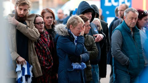 <p>               Supporters pay tribute outside Leicester City Football Club after a helicopter crashed in flames the day before, in Leicester, England, Sunday, Oct. 28, 2018. A helicopter belonging to Leicester City's owner, Thai billionaire Vichai Srivaddhanaprabha, crashed in flames in a car park next to the soccer club's stadium shortly after it took off from the field following a Premier League game on Saturday night. (Aaron Chown/PA via AP)             </p>