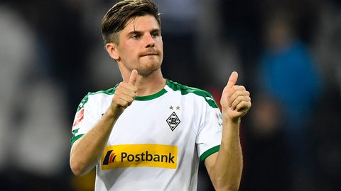 <p>               Moenchengladbach's Jonas Hofmann shows thumbs up after the German Bundesliga soccer match between Borussia Moenchengladbach and FSV Mainz 05 in Moenchengladbach, Germany, Sunday, Oct. 21, 2018. Borussia defeated mainz with 4-0, Hofmann scored three goals. (AP Photo/Martin Meissner)             </p>