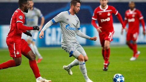 <p>               Schalke's forward Mark Uth, centre, controls the ball during the Champions League Group D soccer match between Lokomotiv Moscow and FC Schalke 04 at the Lokomotiv Stadium in Moscow, Russia, Wednesday, Oct. 3, 2018. (AP Photo/Pavel Golovkin)             </p>