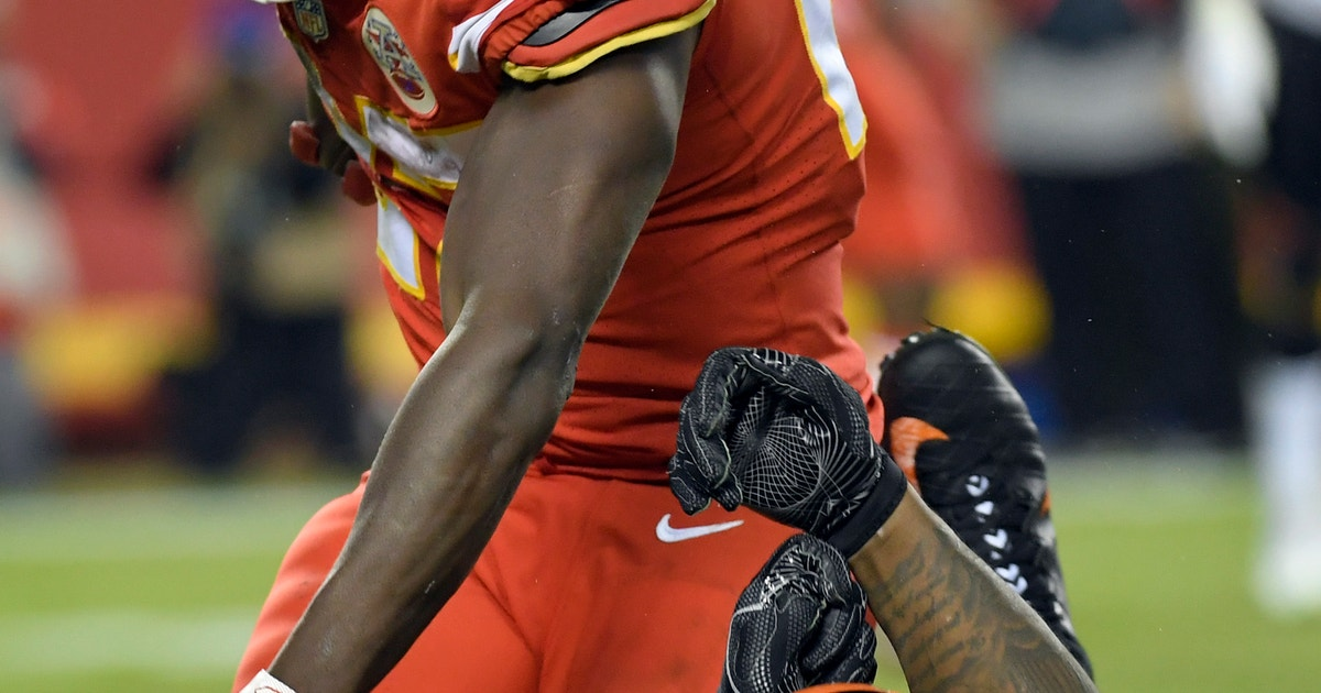 Chiefs finish tough stretch of season with blitzing of Cincy
