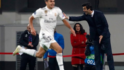 <p>               Real coach Santiago Solari gives instructions from the side line during the Champions League group G soccer match between Real Madrid and Viktoria Plzen at the Doosan arena in Pilsen, Czech Republic, Wednesday, Nov. 7, 2018. (AP Photo/Petr David Josek)             </p>