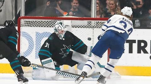 <p>               Toronto Maple Leafs right wing Kasperi Kapanen (24), of Finland, scores a goal past San Jose Sharks goaltender Martin Jones (31) during the first period of an NHL hockey game in San Jose, Calif., Thursday, Nov. 15, 2018. (AP Photo/Tony Avelar)             </p>